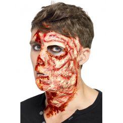Mezzo volto bruciato con adesivi
